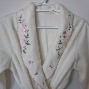 Vintage White Fleece Robe with Floral Embroidery